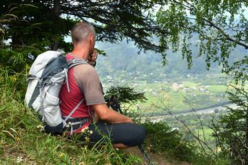 Resning backpacker
