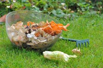 récipient d'épluchures de légumes