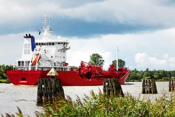 Produktentanker auf dem Nord-Ostsee-Kanal