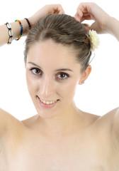 Teenager richtet Haar-Frisur