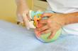 Osteopathische Demonstration am Schädel-Modell - 69459483