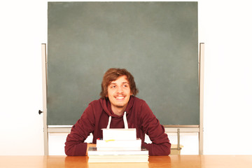 Schüler mit abschweifendem Gedanken