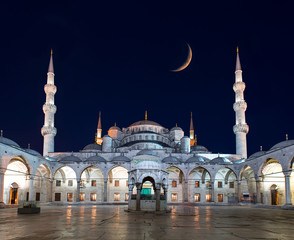 Blue Mosque (Sultanahmet Camii) at dusk, Istanbul, Turkey