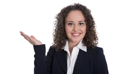 Geschäftsfrau isoliert in Büro Outfit offeriert mit der Hand
