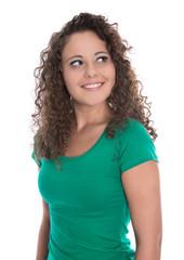 Blick einer lachenden jungen Frau in Shirt grün