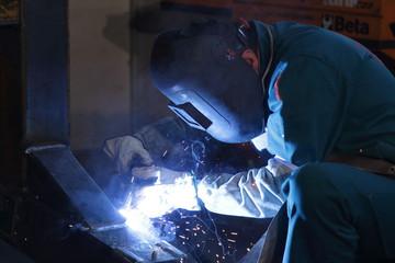 operaio metalmeccanico saldatore