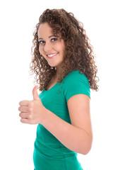 Mädchen isoliert in grünem Shirt mit Daumen hoch