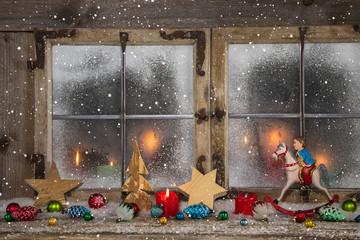 Dekoration Weihnachten bunt: stimmungsvolles Weihnachtsfenster