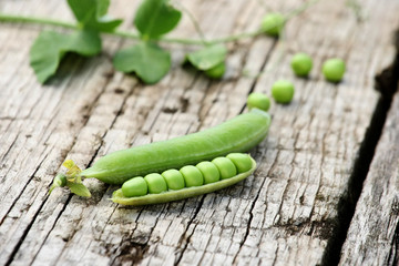 fresh pea pods wooden boards