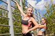 Две спортивные девушки делают зарядку на природе