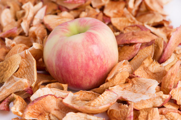 Dry apple chips and a fresh apple