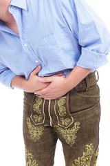 Mann mit Tracht und Bauchschmerzen