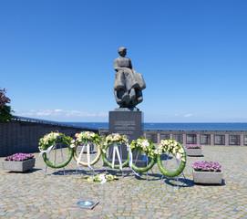 statue in urk, netherlands