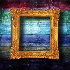 cornice barocca su fondo legno arcobaleno