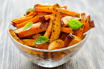 Sweet potato baked with herbs