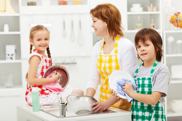 Kids and their mother washing dishes