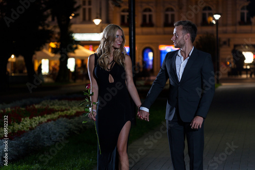 canvas print picture Sexy couple in the city
