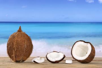 Kokosnuss Frucht im Sommer am Meer