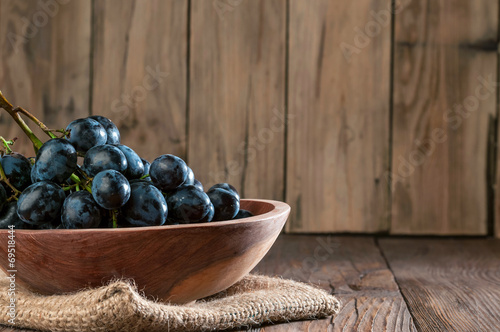 canvas print picture grapes in  wooden plate