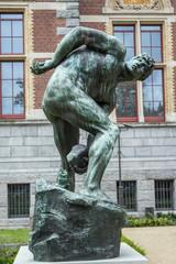 standbeeld Titan Rijksmuseum Amsterdam