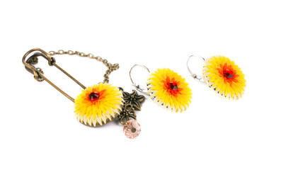 Brooch and earrings set with flower.
