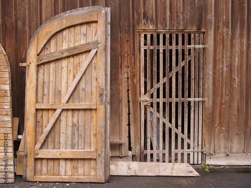 Leinwandbild Motiv Restaurierung einer Holzscheune