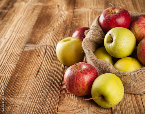 canvas print picture Fresh harvested apples on wood