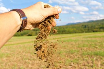 Ackerboden in der Hand