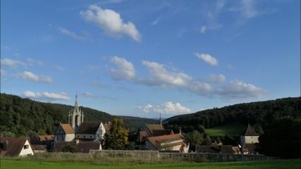 Kloster Bebenhausen mit ziehenden Wolken / Zeitraffer