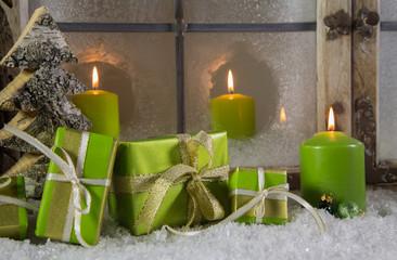 Weihnachtsgutschein in grün mit Weihnachtsgeschenke