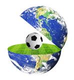 erdkugel mit fussballfeld