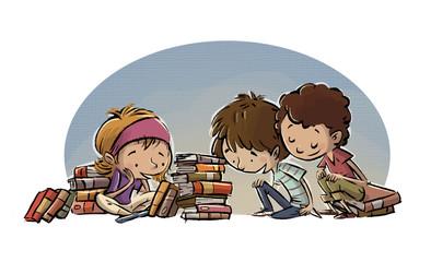 niños mirando libros