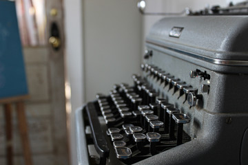 Typewriter - Gray with black keys