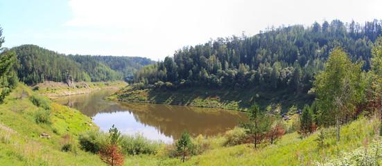 Панорамный вид на озеро