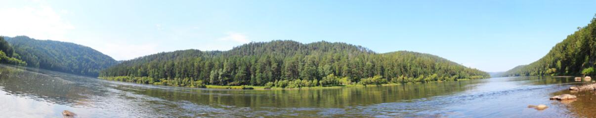 панорама на тайгу и реку Кан