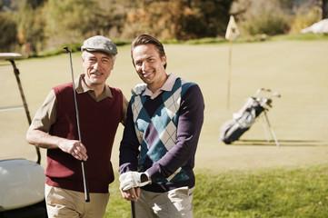 Italien,Kastelruth,Golfer auf dem Golfplatz,Lächeln,portrait