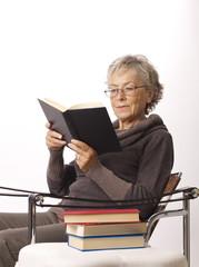 donna lettura seduta