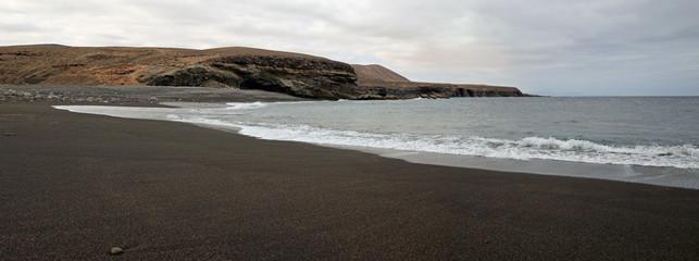 panorama sur plage sauvage de sable noir des canaries