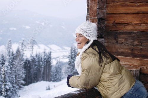 canvas print picture Junge Frau im Schnee , lächelnd