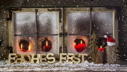 Weihnachtskarte: Weihnachtliches Fenster mit roten Kerzen