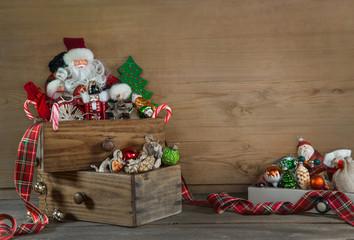 Weihnachtsschmuck: Dekoration Weihnachten alt mit Holz und Santa