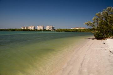 einsamer Strand in einer Lagune in Fort Myers
