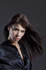 Dunkelhaarige Frau , Portrait