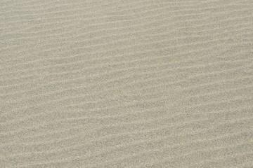 波模様の砂浜