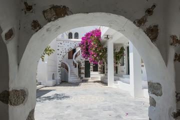 Innenhof der Kirche Panagia Portaitissa auf Astypalea, Dodekanes
