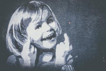 Graffiti petite fille qui sourit