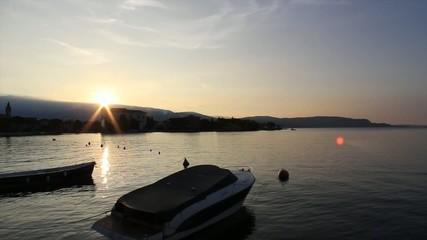 Maderno, alba sul golfo