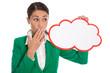Frau isoliert in grün mit Schild in Rot für Werbung