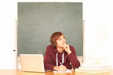nachdenklicher Schüler