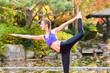 canvas print picture - Frau beim Yoga Outdoor Training im Herbst